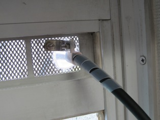 窓自体に固定