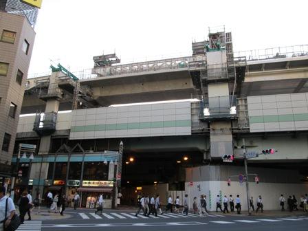 神田駅前の新幹線重層工事現場