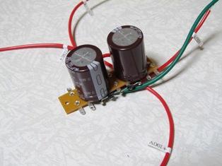 ラグ端子に取り付けた電解コン
