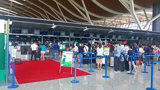 春秋航空チェックインカウンター(上海浦東空港)