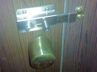 スライド式の鍵の例