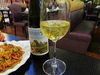 中国製白ワインに氷