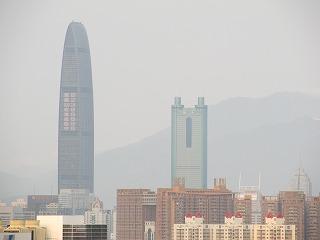 深セン第1位と2位の高さのビルを遠望
