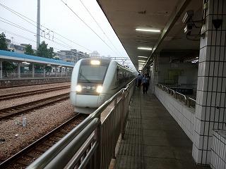 広州-深セン間の高速鉄道(常平駅にて)
