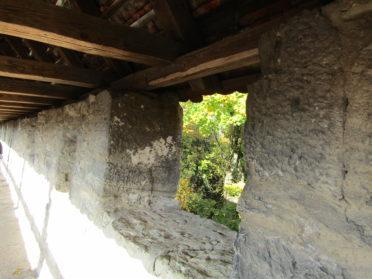 城壁の窓の写真