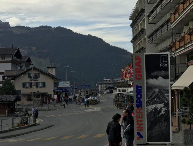 グリンデルワルド駅前通りの写真