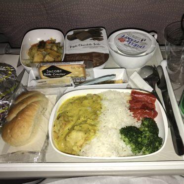 パリ―ドバイ機内食の写真