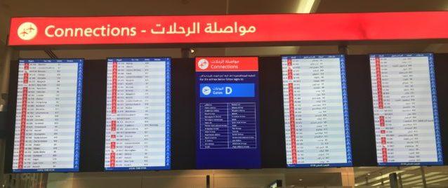 ドバイ空港乗り換え表示板の写真