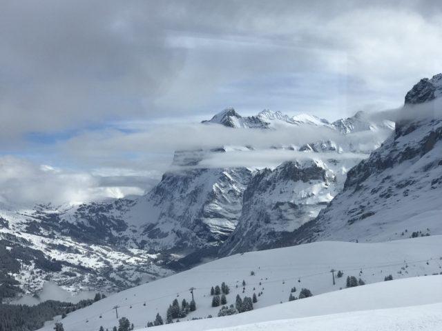 車窓からスキー場の写真